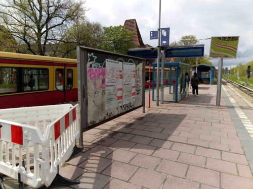 Wilde Plakate am Berliner S-Bhf. Wollankstraße
